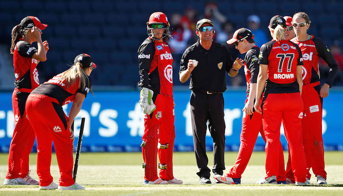 Melbourne-Renegades-react-after-the-last-ball-drama