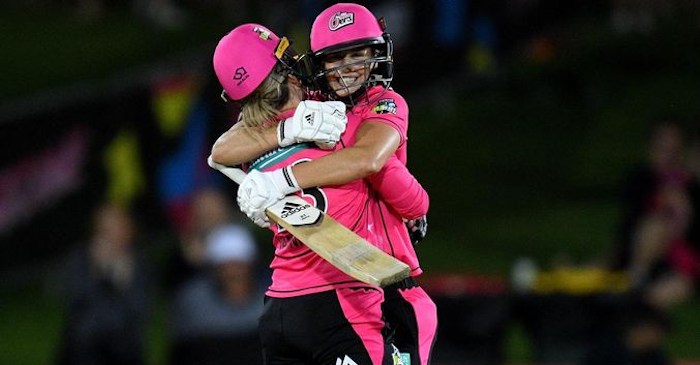 WATCH: Ellyse Perry hits a boundary to reach her maiden century in WBBL